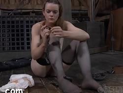 Sexy slave delights with oral sex