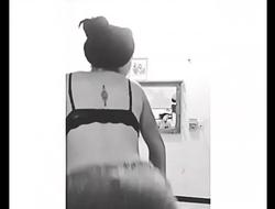 Adriana Molina de Cancun haciendo Twerking